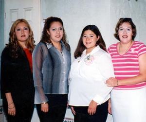 <u> 16 noviembre 2003 </u> <p>  Martha Berenice Tovar de Tostado disfrutó de una fiesta de canastilla acompañada por sus primas Denisse, Yasmín y Judith Reyes Tostado.