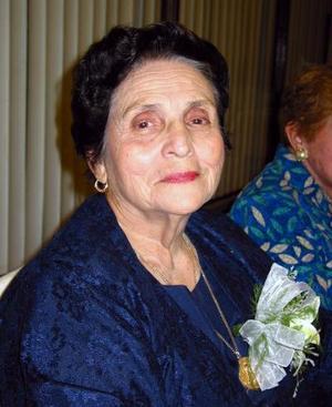 <u> 17 noviembre 2003 </u> <p>  La señora Dora Guerra de Novelo fue captada en el festejo que se le ofreció, con motivo de sus 80 años de vida.