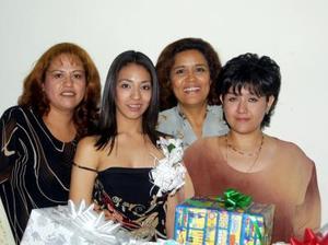Con motivo de su próximo enlace nupcial, Damaris Elizabeth Chávez Reveles fue festejada con una despedida de soltera.