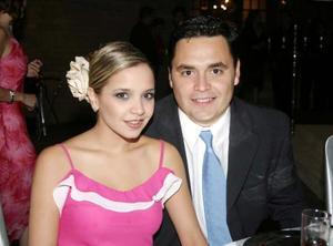 <u> 20 de noviembre </u> <p> Alejandra de Mijares y Carlos Mijares en una grata velada.