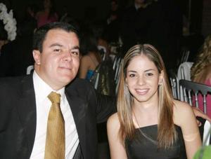 Roberto Kuri González y Ana Lorena García en reciente festejo de boda.
