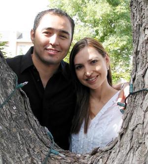 Roberto Moreno Rodríguez y Brenda Arizpe Garza contraerán matrimonio el 29 de noviembre.