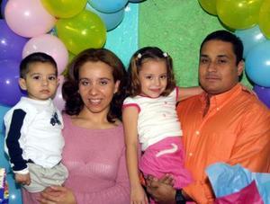 Karen Pamela y Jesús Alberto acompañaron a cinco y tres años de vida, respectivamente, ocasión que celebraron con una fiesta organizada por sus padres, Jesús Alberto Guajardo y Susana Bardán Ruelas.