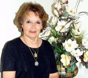 Judith Emery González, captada en el festejo que le organizó su familia por su 70 aniversario de vida.