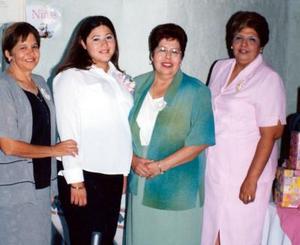 Martha Berenice Tovar Tostado, en la fiesta de regalos que le ofrecieron Martha Tostado de Tovar, Belemde Armendáriz y Josefina de Ramírez