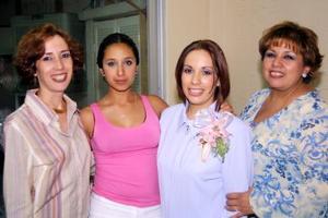 Ana Fabiola Gutiérrez Barraza en la fiesta de canastilla que le ofrecieron Linda de Gutiérrez y Nancy y Adriana Gutiérrez.
