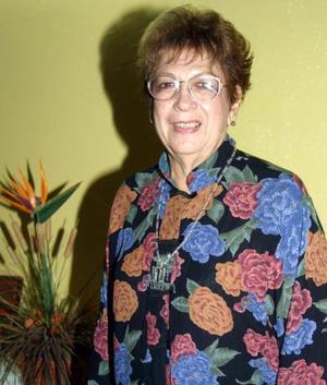 Carolina Jover de Cuprés festejó sus 70 años de vida con un divertido convivio que le organizó su familia.