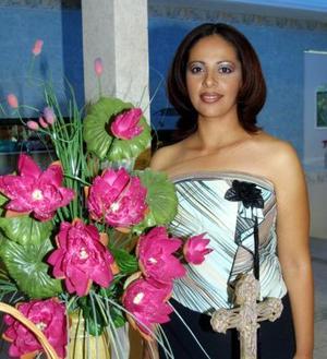 <u> 21 de noviembre </u> <p> Por su cercano enlace, ofrecieron un convivio para Alma Dalila Lucero Michel.