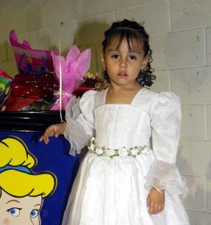 Cinthia Jazmín Belmontes López festejó su cumpleaños en días pasados con una divertida fiesta infantil que le organizaron.