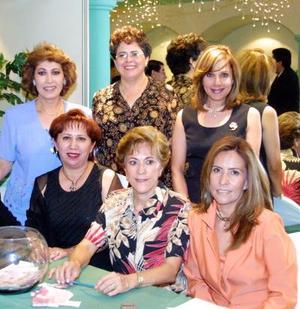 Laura de Herrera, Rosy de Martínez, Chayito de Goray, Bety de Aguilera, María Luisa de Meneses, Lupita de Flores y Martha de Landeros.