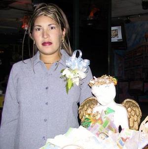 Verónica Isabel Hidrogo de Morán en la fiesta de regalos que le organizó Arlett de Monroy en días pasados.