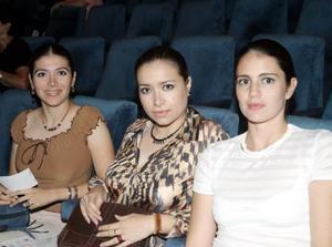 Ekel Risso de Cáceres, Karla e Irma Cáceres.