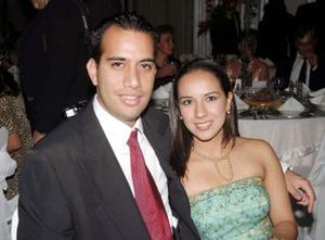 Gustavo Canales Robes y Carolina de la Garza en reciente convivio.