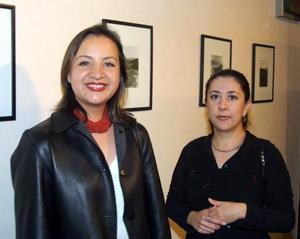 Liz de la Peña y Adriana Flores.
