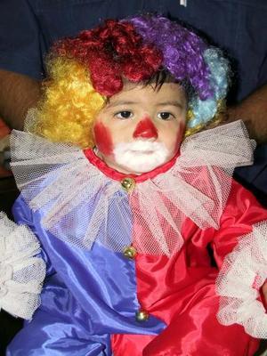 El pequeño Leonardo Iván Torres Valdez, captado en un divertido festejo infantil.