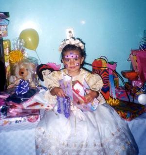 La pqueña Pilar Lara Herrera captada en al fiesta de cumpleaños que le organizaron sus papás en fechas pasadas