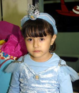 <u> 24 de noviembre </u> <p>  La pequeña Lorena Mena Badilla festejó su quinto aniversario de vida con una divertida fiesta.