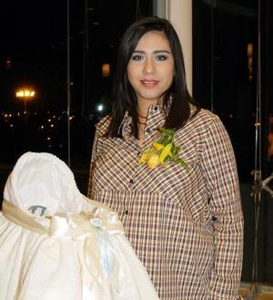 Claudia Fabiola Medina de Fernández captada en la fiesta de regalos que se le ofreció en días pasados.
