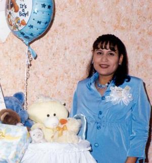 Elizabeth Nasser de De Santiago recibió un gran número de felicitaciones y obsequios en la fiesta de regalos que le ofrecieron.