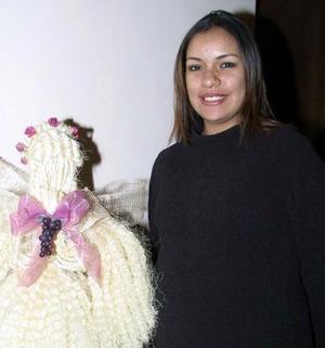 Mara de Avilés en el festejo que le prepararon por el cercano nacimiento de su bebé.