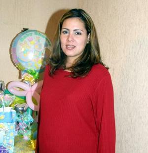 <u> 24 de noviembre </u> <p>  Sandra Castorena de Peñaloza recibió numerosos regalos por el cercano nacimiento de su bebé.