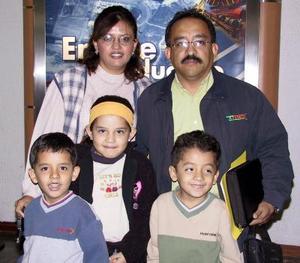 A España viajaron América, Patty, Laura, Rodrigo y Guillermo Garza.