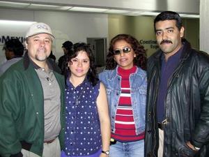Alejandro y Nancy del Rey regresaron a Puebla y los despidierno Roberto y Maye Islas.
