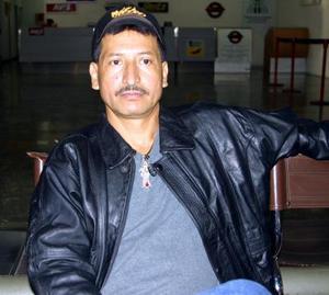 El señor Sergio Ortiz viajó a Tijuana Baja California para tratar asuntos relacionados con su trabajo.