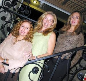 Gabriela Cazale de Alonso celebró su cumpleaños en días pasados acompañada por sus hermanas Lolalet y Margarita.