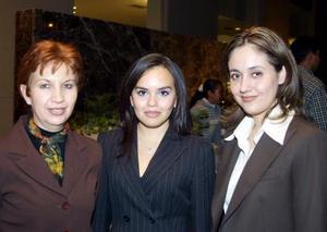 <u> 28 de  noviembre </u> <p> Telly Garza, Karina Duarte y Lizeth Baltierres.