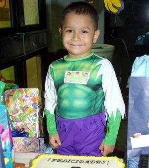 Guillermo Tapia Medina festejó su cumpleaños con una divertida fiesta infantil que le ofrecieron sus papás, en días pasados.