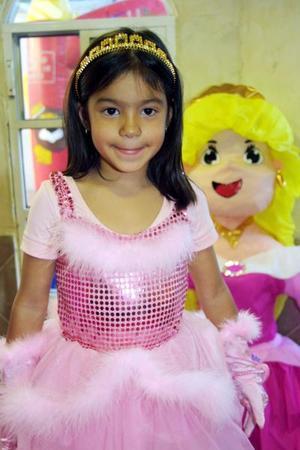 Ana Gabriela Yee Castro festejó seis años de vida con una divertida fiesta que le organizaron sus papás José Emilio Yee González y Gabriela Castro de Yee.