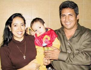 El pqueño Jesús Cortez Castañeda festejó sus dos años de vida en compañía de sus papás Fausto Cortéz y Yolanda Castañeda en la divertida fiesta que le organizaron.