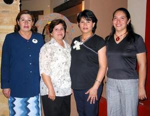 Angélica Espinoza Ortega disfrutó de una fiesta de canastilla que le prepararon Rosario Ibarra, Carolina Cervantes y Liliana Orduño.