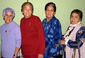 <u> 25 de noviembre </u> <p>  Esperanza Vda de Samperio, María Chavarría, María Etena Barraza y Bertha Espino captadas en pasado acontecimiento social.