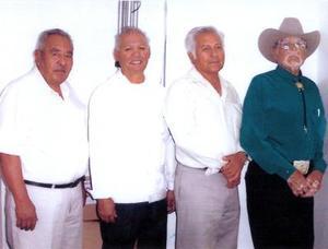 <u> 26 de noviembre </u> <p>  Señores Luis Ávila, Pedro Barrientos, Juan Vélez y Catarino Sánchez ex-integrantes del conjunto Los Canarios de San Estebam de San Pedro, Coah.