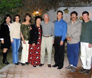 Antonio Luna Pineda y María Teresa Prieto de Luna festejaron su 46 aniversario de boda aompañados de sus hijos Mayela, Marytere, Ana Cecilia, Antonio Martín y Ricardo.