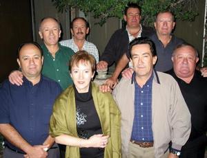 Jaime, Luz María, Luis, Carlos, Mario, Alberto, Gustavo, Jorge y Javier Carrillo captados en una reunión familiar.