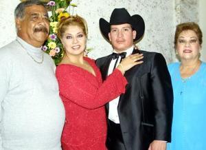 Fueron captados en pasado festejo social Gilberto Garibay Hernández, Ileana Garibay, Nicolás Sánchez y Hortencia Soto de Garibay.