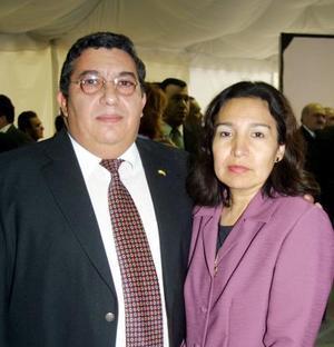 <u> 28 de noviembre </u> <p>  Señores Julio Fishcher y Lorena de Fischer en el coctel inaugural de conocido hotel de la Comarca Lagunera.