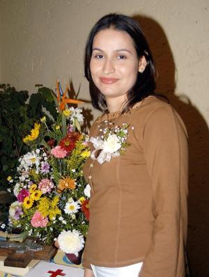 Karina Mendoza Martínez contraerá matrimonio y por tal motivo fue despedida de su soltería.