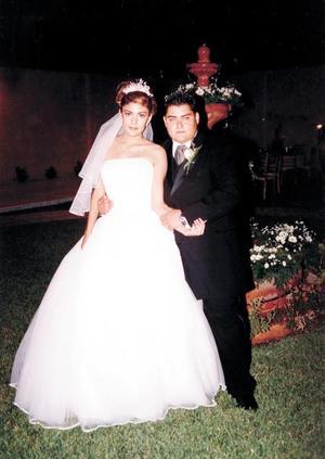 Sr. Ángel Ignacio Martínez Ceñal y Srita. Irene Esther Reyes Valadez recibieron la bendición nupcial en la parroquia de San Pedro Apóstol el cuatro de octubre de 2003.