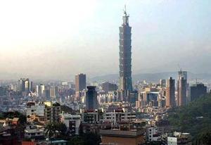 La Policía Municipal de Taipei articuló un dispositivo especial para controlar el tráfico en las calles alrededor de Taipei 101, donde también se encuentra el Centro del Comercio Mundial, el Centro Mundial de Convenciones y la Alcaldía