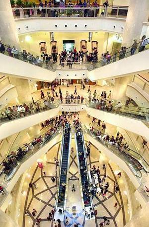 Se han instalado observatorios y centros comerciales en los pisos superiores, que serán durante los primeros días el destino de muchos de los casi 7 millones de habitantes del Gran Taipei.