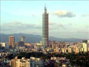 El edificio más alto del mundo con 508 metros de altura, el Centro Financiero de Taipei, abrió parcialmente sus puertas hoy, inaugurando su centro comercial, que ocupa cinco pisos