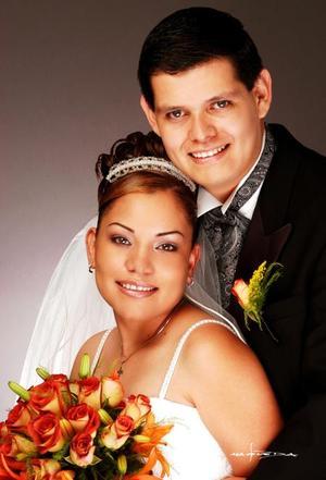 C.P. Omar Bordallo Castillo y C.P. Zaide Zulema Zúñiga Sandoval contrajeron matrimonio en la iglesia de la Inmaculada Concepción el cuatro de octubre de 2003.  <p> <i>Estudio Maqueda</i>