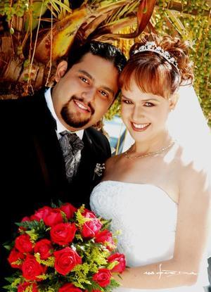 Dr. Hugo Enoc Hernández y Lic. Liliana Isela Guerra Esquivel contrajeron matrimonio cristiano en la Iglesia Bautista del Calvario el 18 de octubre de 2003  <p> <i>Estudio Maqueda</i>