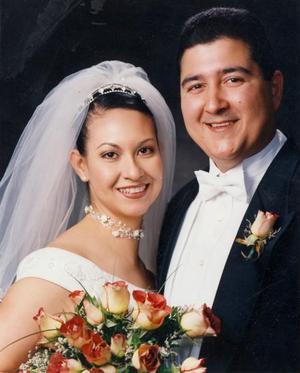 Ing. Édgar Iván Noé Mendoza y Dra. Magdalena Castilla Villegas contrajeron matrimonio religioso en la parroquia de San Pedro Apóstol el 16 de noviembre de  2003.