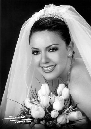Lic. Karina Ivonne Valdez Garza, el día de su enlace matrimonial con el Ing. Guillermo von Bertrab Saracho. <p> <i>Studio Sosa</i>
