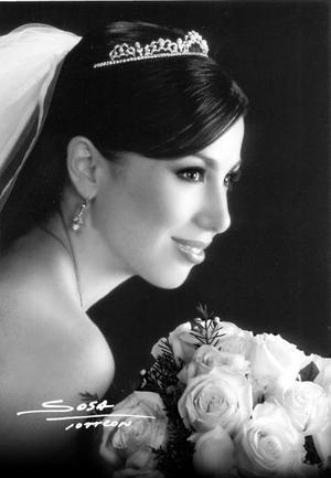 Lic. Guadalupe Alejandra Díaz de León Maisterrena, el día de su enlace nupcial con el Lic. Lázaro Mauricio Balandra Lagüera <p> <i>Studio Sosa</i>